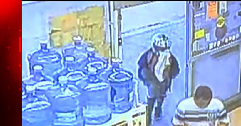 8-year-old boy with gun tries to rob store